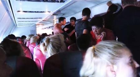 Российские туристы устроили драку на борту самолета