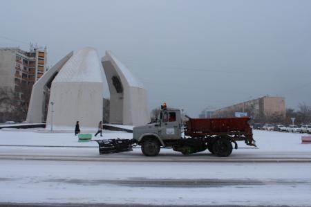 Нурлыбай Аккулов: В Актау на расчистку дорог вышли пять снегоуборочных машин