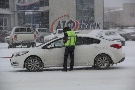 Дорожная полиция Актау перешла  на усиленный режим несения службы в связи со снегопадом