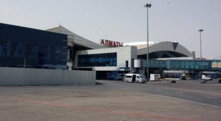 Из аэропорта Алматы эвакуируют людей
