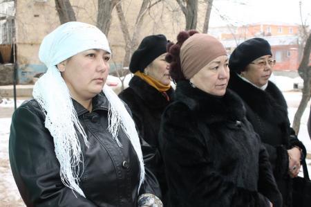 В Актау установили мемориальную доску в память о ветеране ВОВ Кенжегуле Кашакове