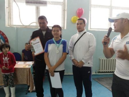 В Мунайлинском районе прошли соревнования по армрестлингу
