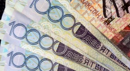 Нацбанк стабилизирует курс тенге из-за падения цен на нефть - эксперт