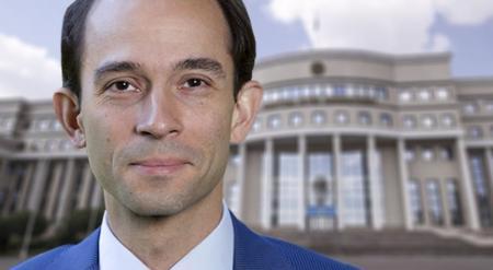 Посол Швеции разъяснил детали инцидента с его сыном в МИД РК