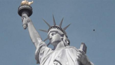 Над статуей Свободы зависло НЛО
