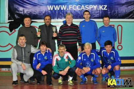 Команда «Каспий» завоевала кубок в ветеранском турнире по футзалу