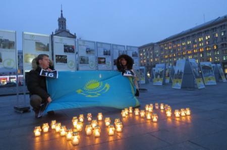 Фотовыставка в Киеве о событиях в Жанаозене
