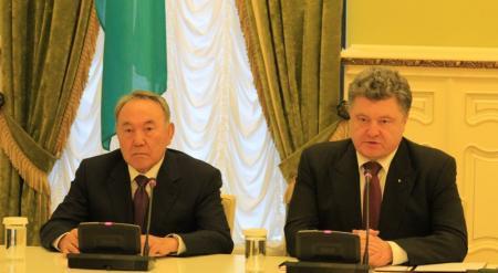Нурсултан Назарбаев и Петр Порошенко договорились возобновить военно-техническое сотрудничество