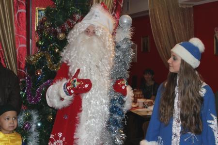 Благотворительный фонд «АДАЛ» провел новогодние утренники для своих подопечных