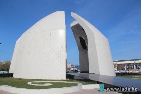 В Актау потратят 62 миллиона тенге на благоустройство монумента «Вечный огонь» к 70-летию Победы