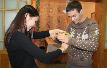 Актауские студенты помогли украсить дома в Детской деревне