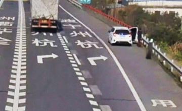 Невероятное ДТП: Женщину сбило колесо от грузовика