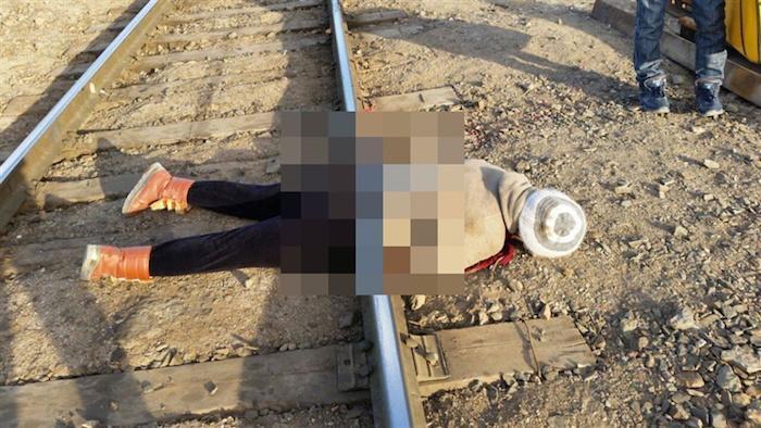 Девушка бросилась под поезд фото