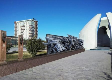 Стелы с портретами восьми мангистауских героев, участвовавших в ВОВ, украсят аллею у «Вечного огня» в Актау