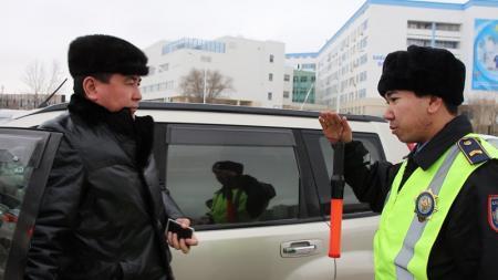 В Актау сотрудники полиции провели рейд по разъяснению обновленных ПДД