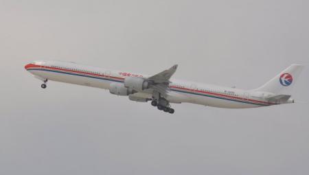 Авиапассажиры, открывшие аварийные выходы самолета, задержаны в Китае