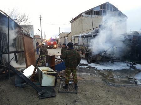В Мунайлинском районе полностью сгорели автобус «ПАЗ» и сарай в частном доме