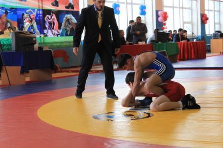 В Жанаозене прошел турнир по вольной борьбе