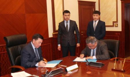 Алик Айдарбаев подписал меморандум с руководителями семи нефтегазодобывающих предприятий Мангистауской области