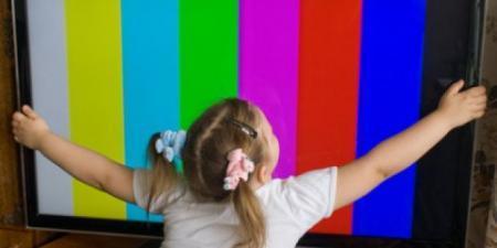 В Мангистау на пятилетнюю девочку упал телевизор