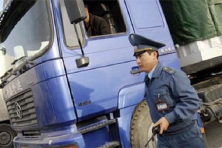 В Алматы задержали замначальника таможенного поста и экс-сотрудника генпрокуратуры