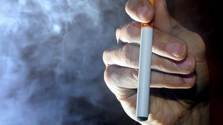 Авиакомпании могут запретить провоз электронных сигарет в багаже