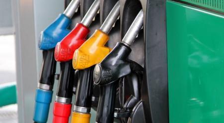 Дешевый бензин из России может остановить работу казахстанских НПЗ - Школьник