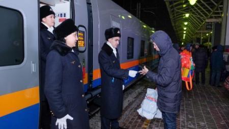 Все казахстанские поезда будут оснащены мобильными терминалами проводника