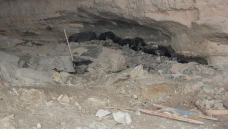 Рабочие продолжают расчищать пещеру на набережной 4 микрорайона Актау