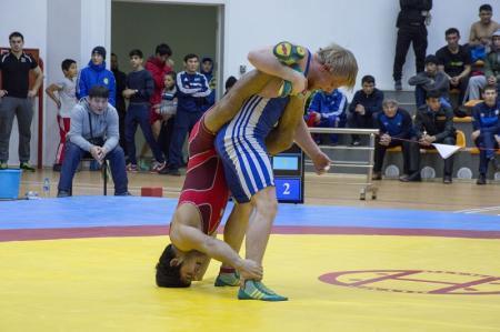 Мангистаусцы завоевали серебряные и бронзовые медали на чемпионате Казахстана по греко-римской и вольной борьбе