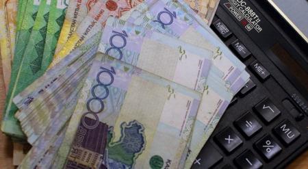 Банки Казахстана не хотят выдавать кредиты в тенге