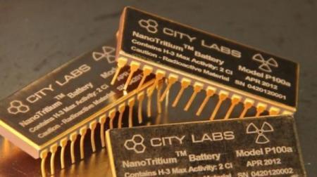 Атомную батарею на мобильный телефон создали ученые