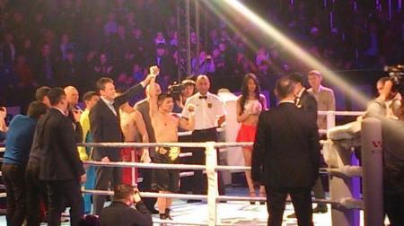 Берик Абдрахманов выиграл поединок у узбекского боксера Хуршида Тожибаева