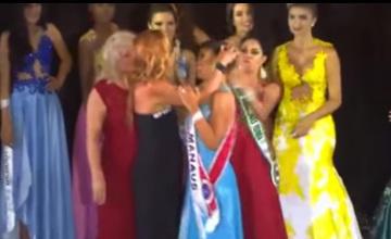 Оскорбленная вице-мисс силой отобрала корону у королевы красоты