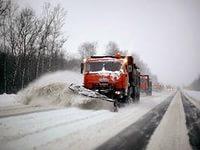 Нелепый способ чистки дорог от снега продемонстрировали в Казахстане