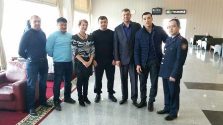 Мангистауские спецназовцы и спортсмены встретили Берика Абдрахманова в аэропорту