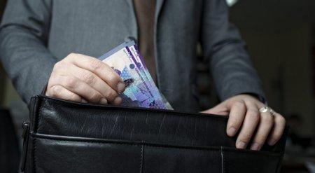 В Минобразования РК приняли на работу коррупционера