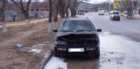 В 1 микрорайоне Актау сгорел автомобиль
