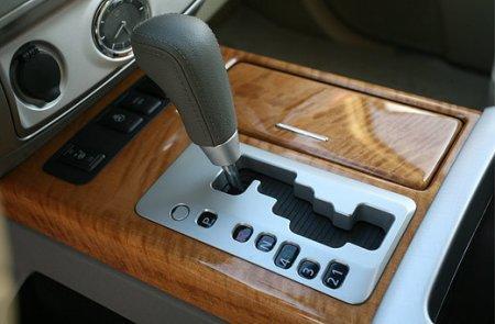 Казахстанцы смогут сдавать экзамен по вождению на машине с автоматической коробкой передач