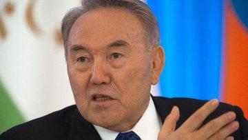 Президент Казахстана посоветовал женщинам держать мужчин «на поводке»