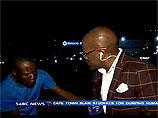Репортера из ЮАР ограбили в прямом эфире - весь процесс засняли камеры