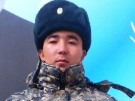 В Актау солдат Нацгвардии Казахстана спас тонущую четырехлетнюю девочку