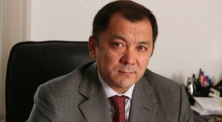 Аким ЗКО попросил чиновников избавиться от своих смартфонов