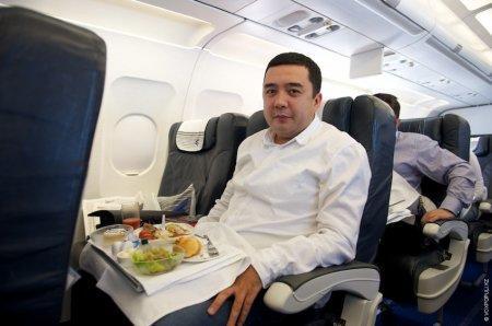 СМИ опубликовали фото казахстанца с пририсованной головой губернатора Сахалина