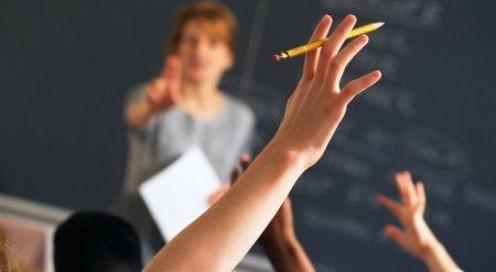 В старших классах уроки должны проводиться на английском языке - Глава РК