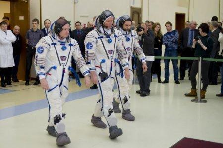 К полету на МКС готовится экипаж, который будет работать на орбите целый год