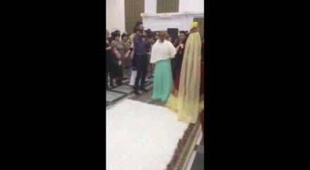 Жених уронил невесту на свадьбе в Кызылорде