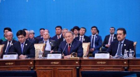 Назарбаев объяснил причины выступления на двух языках
