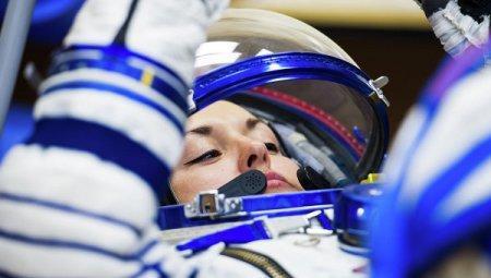 Первая в истории современной РФ космонавтка Серова вернулась на Землю