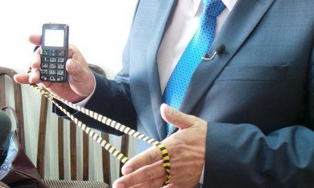 Мангистауским ветеранам вручили мобильные устройства оснащенные «Тревожной кнопкой»
